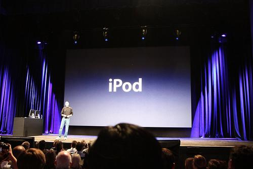 Apple yeni nesil iPod'ları tanıttı