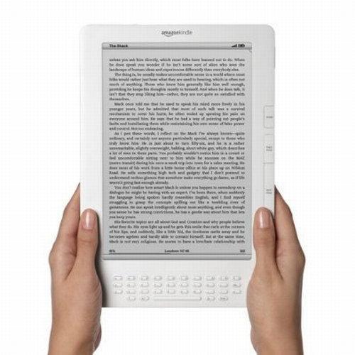 Kindle DX; Amazon popüler e-Kitap okuyucusunu yeniledi