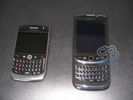 Kızaklı ve QWERTY klavyeli BlackBerry kameralara yakalandı