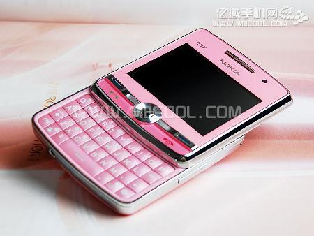 Çinli üreticilerden enteresan bir cep telefonu daha; Nokla E97-1