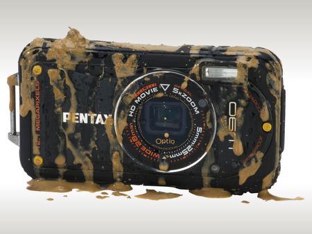 Pentax'dan suya, darbelere, toza ve soğuğa karşı dayanıklı kompakt kamera; Optio W90