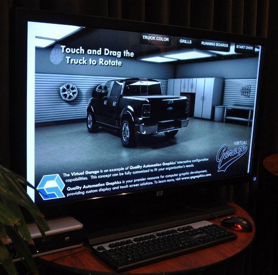 HP'nin 42-inç boyutundaki çoklu dokunmatik LCD monitörü görüntülendi