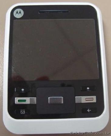 Motorola'nın QWERTY klavyeli telefonu A45 Murano Brezilya'da görüntülendi