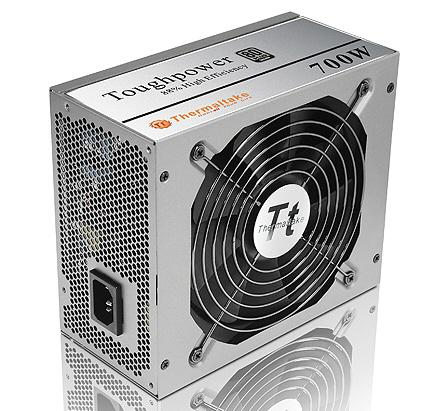 Thermaltake'den 700 Watt'lık, 80Plus sertifikalı yeni güç kaynağı