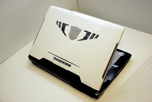 Asus'un Transformers temalı yeni dizüstü bilgisayarı göründü