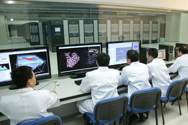 Çin meydan okuyor: Kendi işlemcilerini yeni süper-bilgisayarlarında kullanacaklar
