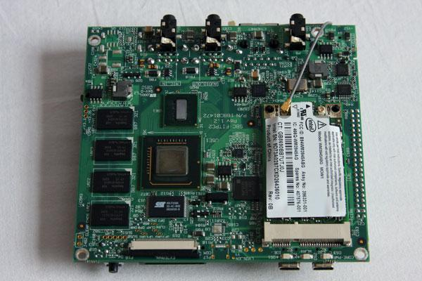 CD kutusundan daha küçük bilgisayar: fit-PC2