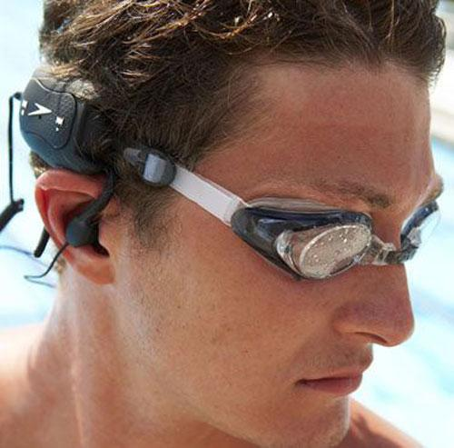iRiver ve Speedo iş birliği yaparak su altı MP3 çaları hazırladı