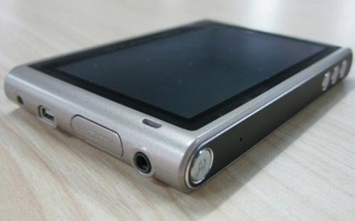 Üç işletim sistemiyle gelen Mobil İnternet Cihazı: SmartQ V5