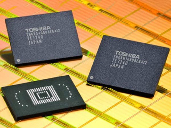 Toshiba 32nm üretim teknolojisiyle NAND flash örneklemesine başlıyor