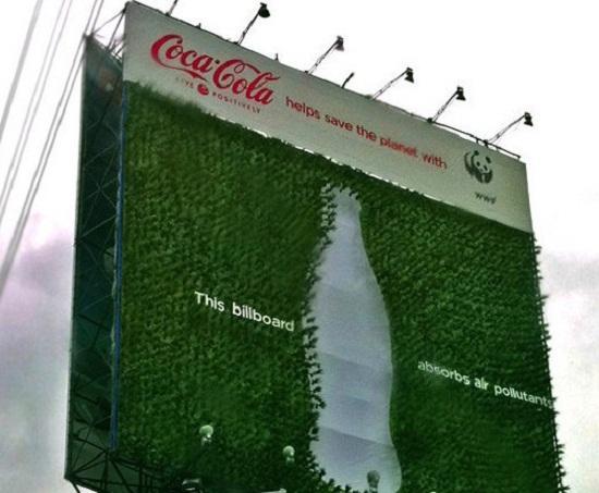 Coca-Cola'nın karbondioksit emme özelliğine sahip yeni reklam panosu Filipinler'de kullanılmaya başlandı