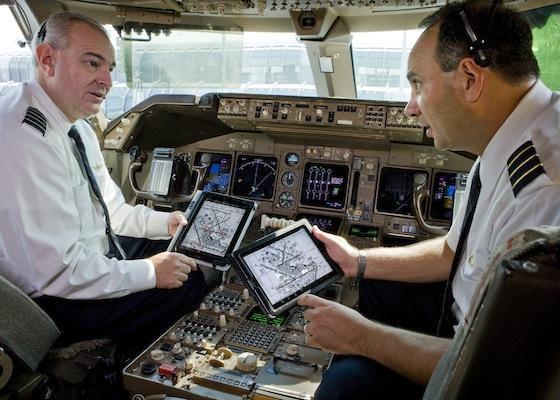United Airlines 11,000 iPad cihazını pilotlara elektronik uçuş çantası olarak dağıtacak
