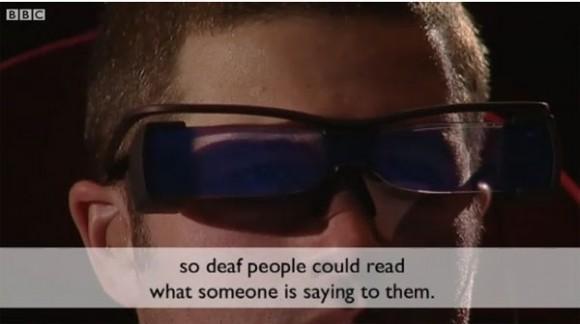 Yeni sinema gözlükleri duyma engelli olan izleyicileri altyazı takibinden kurtarıyor