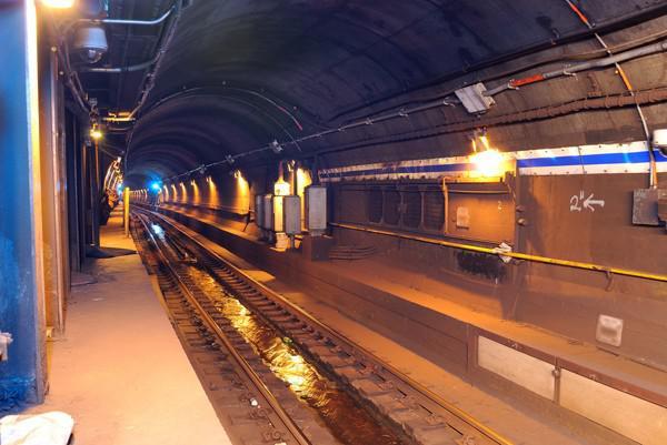 New York şehri metrosu mobil iletişim ağına kavuşuyor