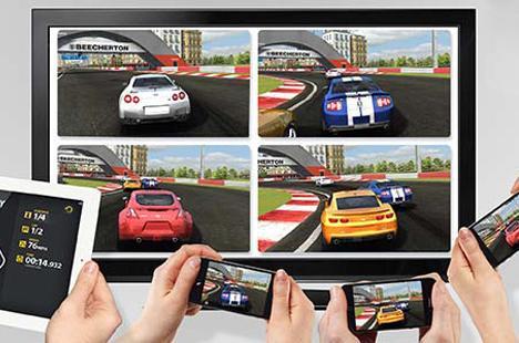 Real Racing 2 aynı anda 4 iOS cihazını bölünmüş ekranda oynatabiliyor