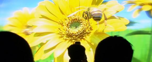 Dünyanın en büyük gözlüksüz 3D ekranı Japonya'da görücüye çıktı