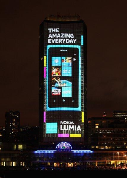 Nokia, Lumia 800 reklamı için Londra'da büyük bir etkinlik düzenledi