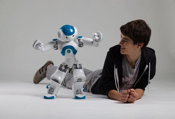 Aldebaran Robotics'den ev içi kullanıma yönelik NAO Next Gen insansı robot