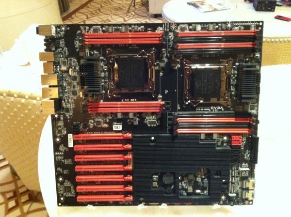 EVGA çift işlemcili yeni anakartı SR-X'i gösterdi
