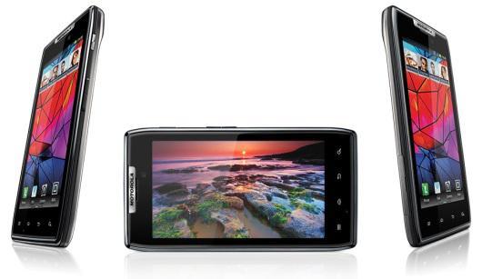 Turkcell, Sony Xperia S ve Motorola RAZR modellerini satışa sundu