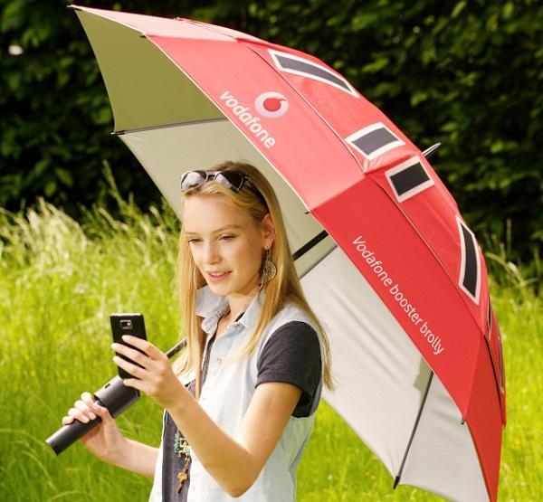 Vodafone, sinyal artıran ve güneş enerjisi sunan şemsiye konseptini tanıttı