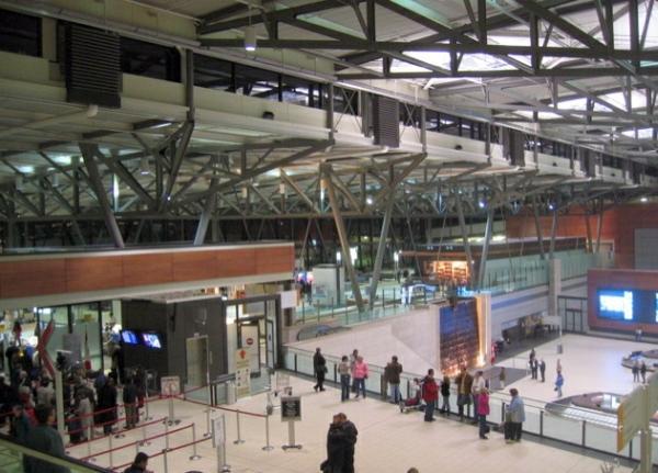 Kanada'daki havaalanları yolcuların konuşmalarını kaydedecek