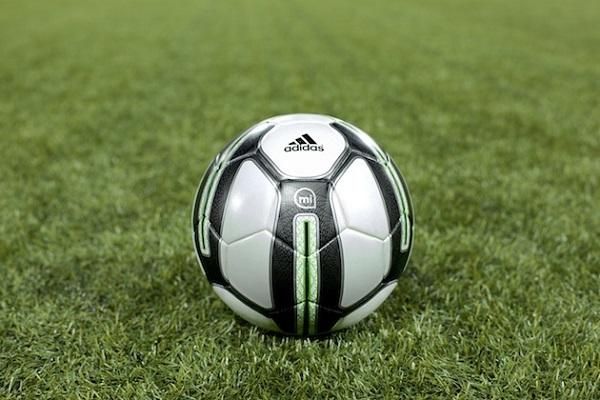 Adidas'tan akıllı futbol topu: miCoach Smart Ball