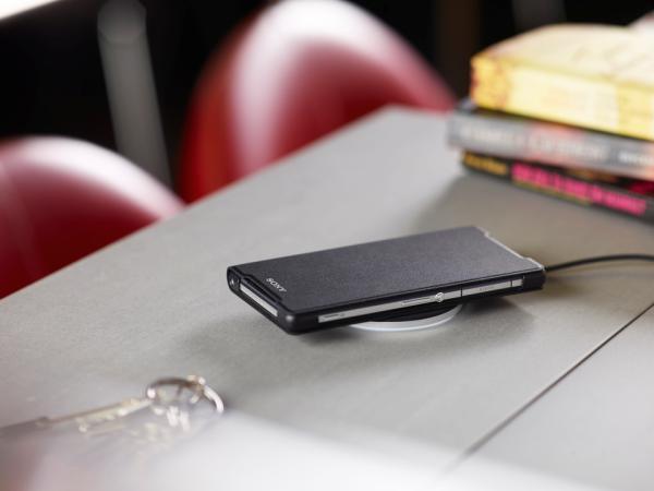 Sony, Xperia Z2 modeli için iki yeni kablosuz şarj aksesuarını tanıttı