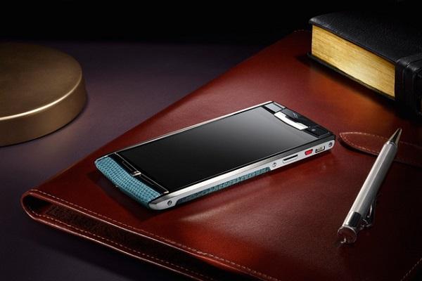 Lüks telefonlarıyla bilinen Vertu, yeni akıllı modeli Signature Touch'ı duyurdu