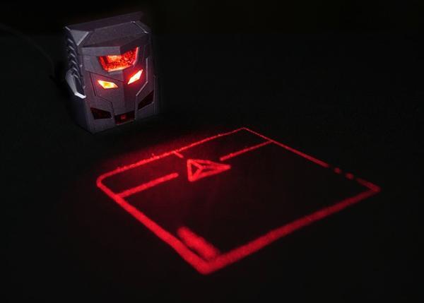Dünyanın ilk lazer projeksiyon faresi olarak lanse edilen Odin, Kickstarter'da destek arıyor