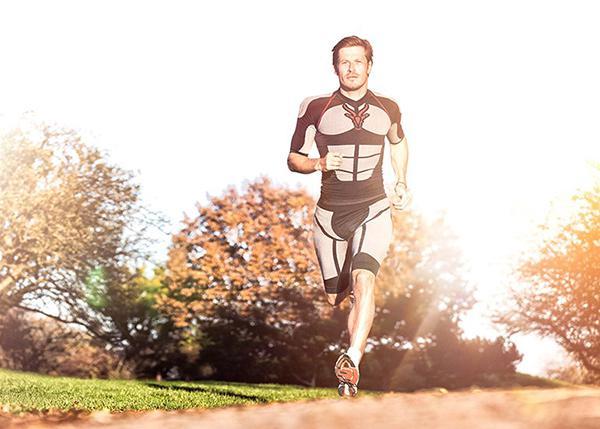 Kas odaklı elektrotlar taşıyan egzersiz kıyafetiyle 20 dakikada 3 saatlik etki alınabiliyor