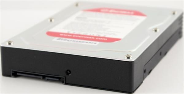 2.5 inç sabit disklerinizi 3.5 inçe dönüştüren Enermax EMK3104'e göz atıyoruz