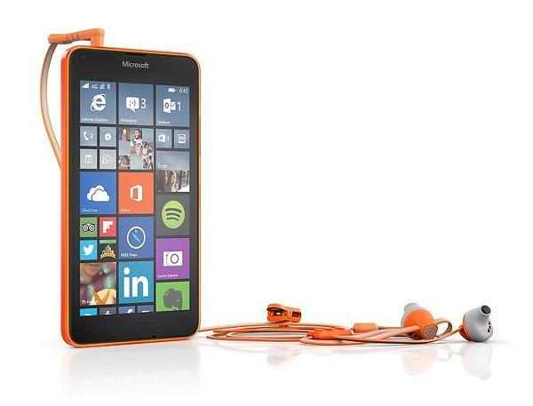 Microsoft'tan Lumia cihazları için Hoop by Coloud kulak-içi kulaklık