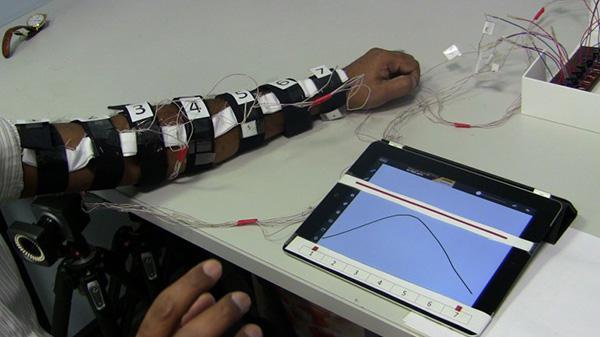 Yeni geliştirilen yardımcı robot sayesinde itfaiyeciler daha rahat hareket edebilecek