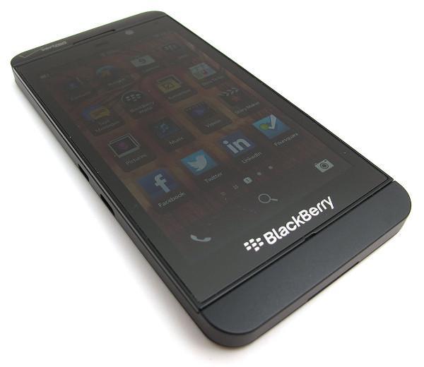 BlackBerry rekor gelir kaybına rağmen kar elde etmeyi başardı