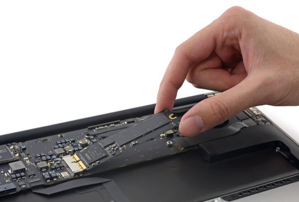 Apple son MacBook modellerine SSD performans artışı kazandırdı