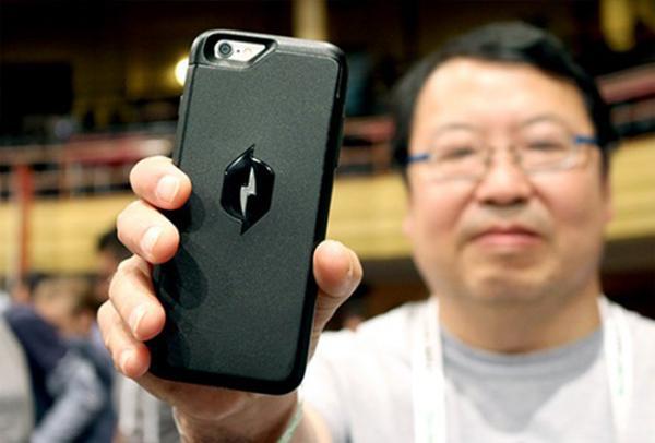Nikola Labs'ın iPhone 6 kılıfıyla radyo sinyalleri üzerinden batarya süresi arttırılabiliyor