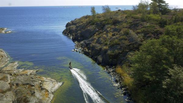 Elektrikli sörf tahtası durgun denizlerde sörf yapma imkanı sunuyor