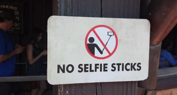 Selfie çubukları artık Disneyland'a da giremeyecek