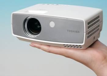 Toshiba'dan dünyanın en hafif ve küçük projeksiyon cihazı ; TDP-FF1A