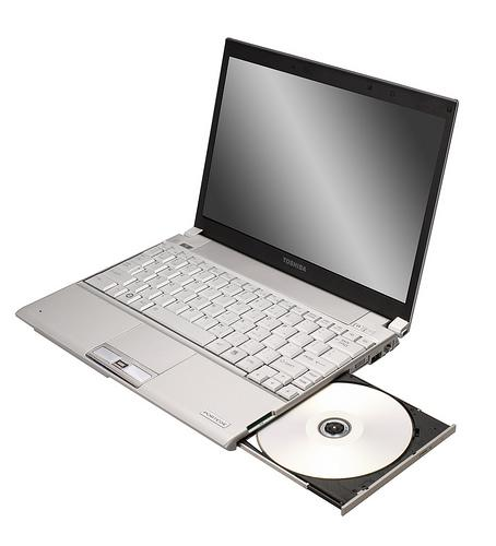 Toshiba 128GB SSD'li  dizüstü bilgisayarı Portege R500'ü duyurdu