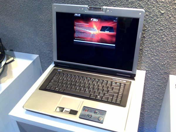 Asus C90; dizüstü bilgisayarınızın donanımını siz belirleyin