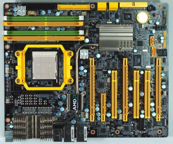 DFI'ın AMD Phenom sürprizi: 790FX yonga setli LanParty UT790FX-M2R