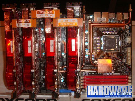 Foxconn Transformer; P45 Yonga setli, hız aşırtma panelli ve 10 slotlu performans anakartı