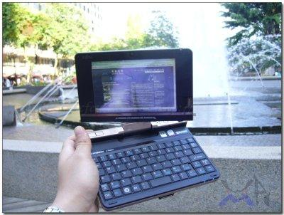 Fujitsu U2010; Döndürülebilir ekrana sahip, Atom tabanlı UMPC