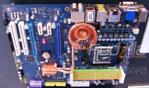 MSI 790GX çipsetli anakartı üzerindeki örtüyü kaldırdı