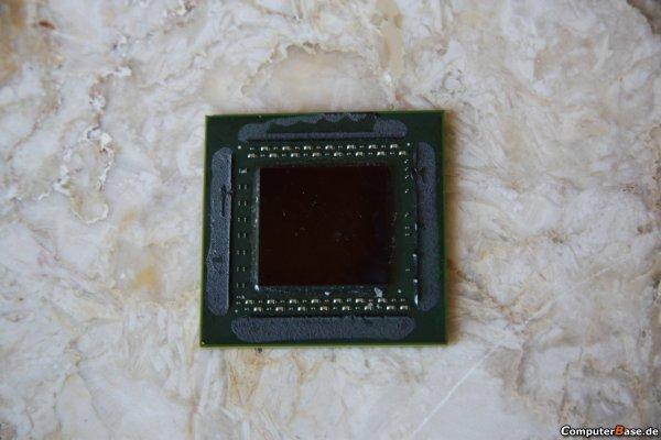 Nvidia'nın GT200 gpu'sundan 55nm öncesi yakın çekim pozlar