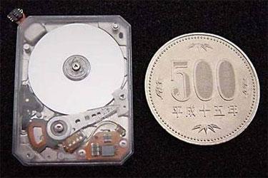 Toshiba'dan taşınabilir cihazlar için 2GB lık 0.85 inc sabit disk.