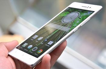 İnce profilli akıllı telefonlara ilgiyi erken fark eden Çinli üreticiler adeta kağıt inceliğinde cihazlar üretmeye başladı. Oppo'nun R5 adındaki akıllı telefonu da 4.85mm kalınlığındaki profili ile rekorlar kitabına girmeyi başardı. Halen de dünyanın en incesi ünvanını koruyor.