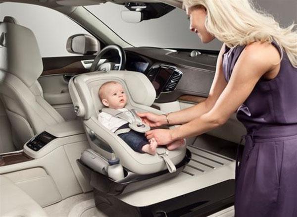 Volvo'dan ilginç araç içi çocuk koltuğu konsepti!